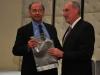 Jorge Mendez recibe su premio