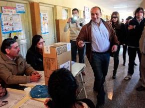 Manzur votando