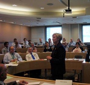 Una de las clases de los seminarios para líderes