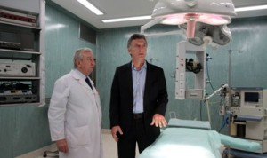 Macri recorrió el nuevo quirófano1