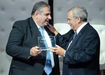 Premio al Dr Carlos Pellegrini