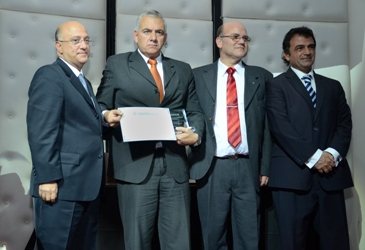 Premio al Embajador Dr. Gabriel IVE
