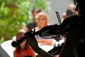 CONCIERTO DE MUSICA CLASICA, VIOLINISTA. TALLER DE LA ESCEULA DESOTO MESA, HORIZONTAL