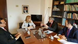 Autoridades de COSSPRA junto a la presidenta de la Comisión de Salud del Senado