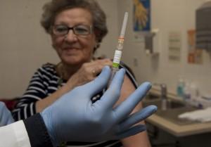 Madero Cubero. 26/10/15 Córdoba. Andalucía. Comienza la campaña de vacunación de la gripe en Andalucía. (En la imagen, primer día de vacunación en el Centro Médico Lucano de Córdoba)