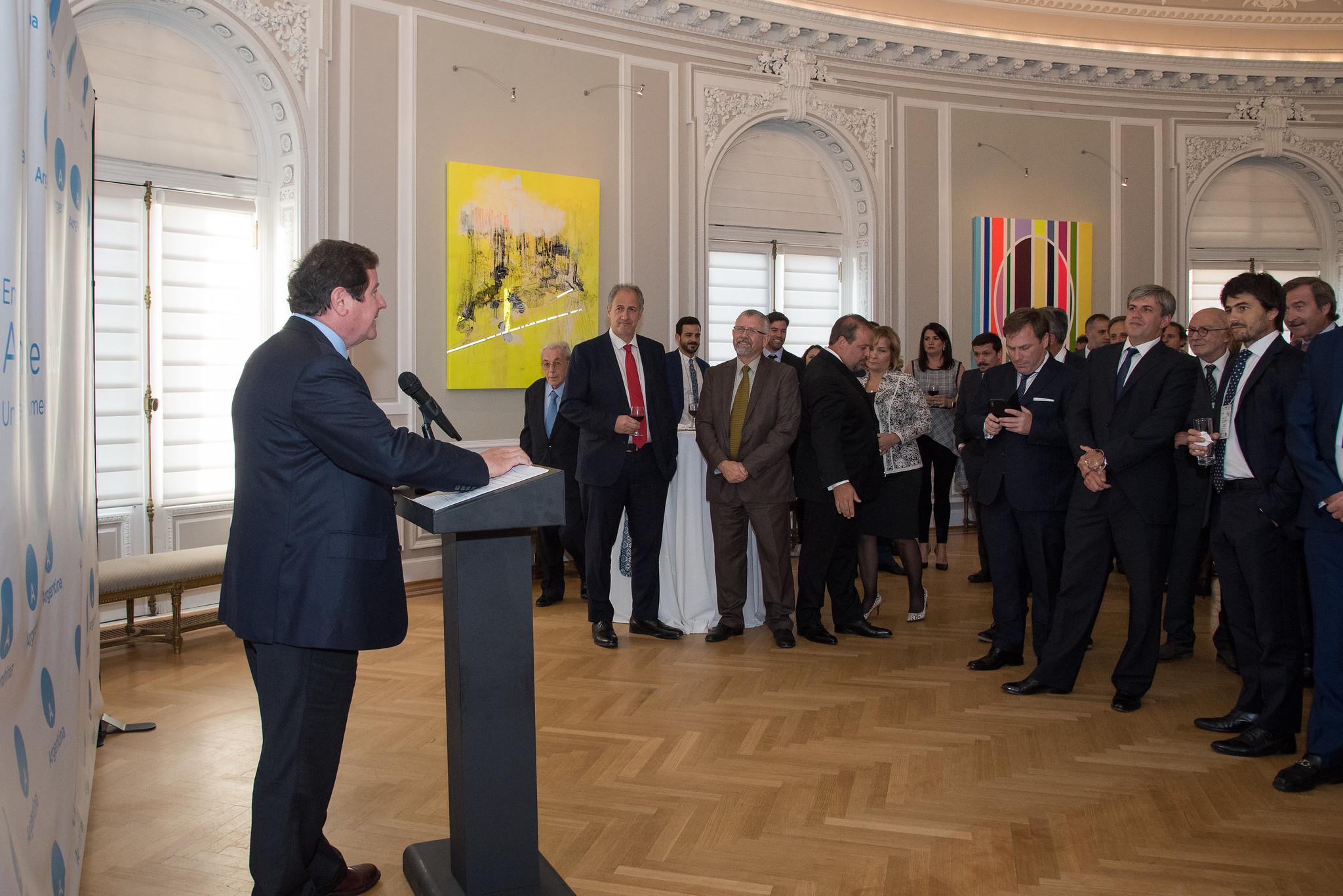 Embajador argentino recibe a los integrantes del seminario