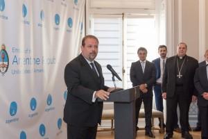 Enrique Botti durante la recepción en la embajada