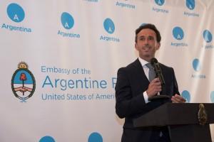 Sebastián Neuspiller en la embajada argentina en Estados Unidos