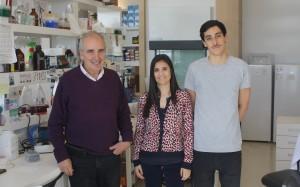 foto-1-Dr.-Alberto-Kornblihtt-director-del-IFIBYNE-Vanina-sanchez-presidenta-FAME-Argentina-Luciano-Marasco-becario-doctoral-IFIBYNE.