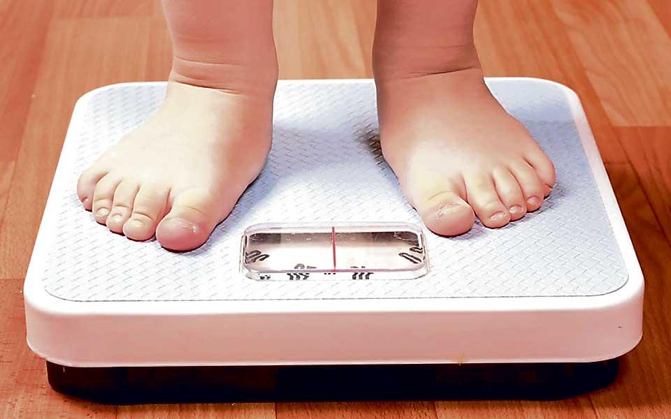 Obesidad-infantil-problema-en-la-balanza-