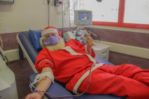 Papá Noel donando 01